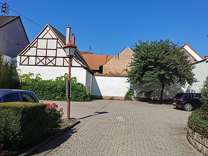 Parkplatz Bushaltestelle Kirche