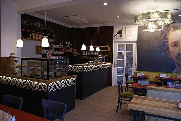 Café Ludwig 1_ Bedienung